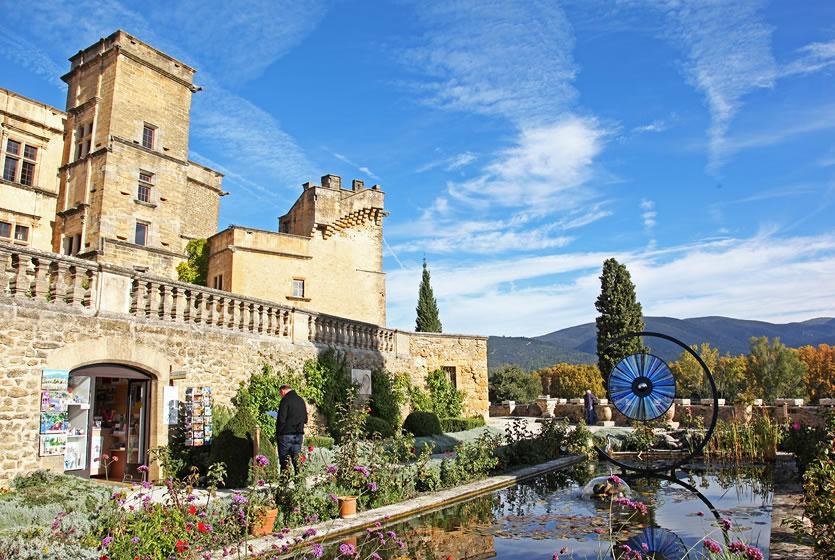 Lourmarin, premier château Renaissance en Provence